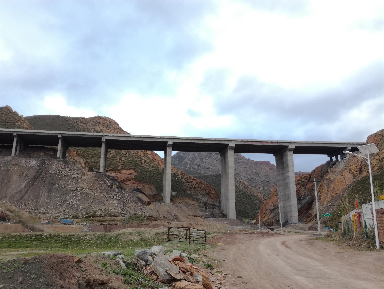 葛家沟大桥,桥下就是进山口