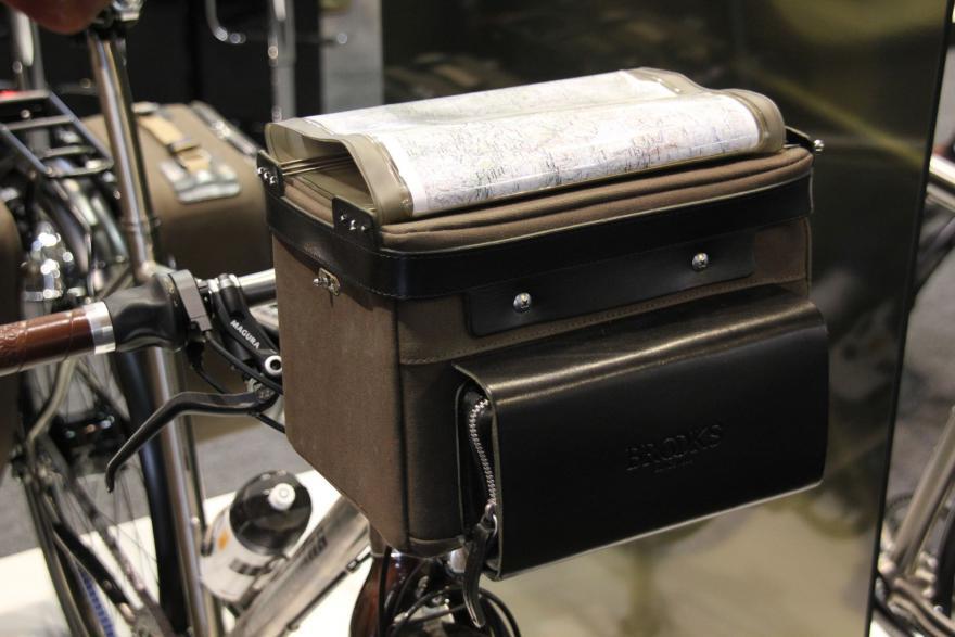 Van Nicholas Pioneer - bar bag.jpg
