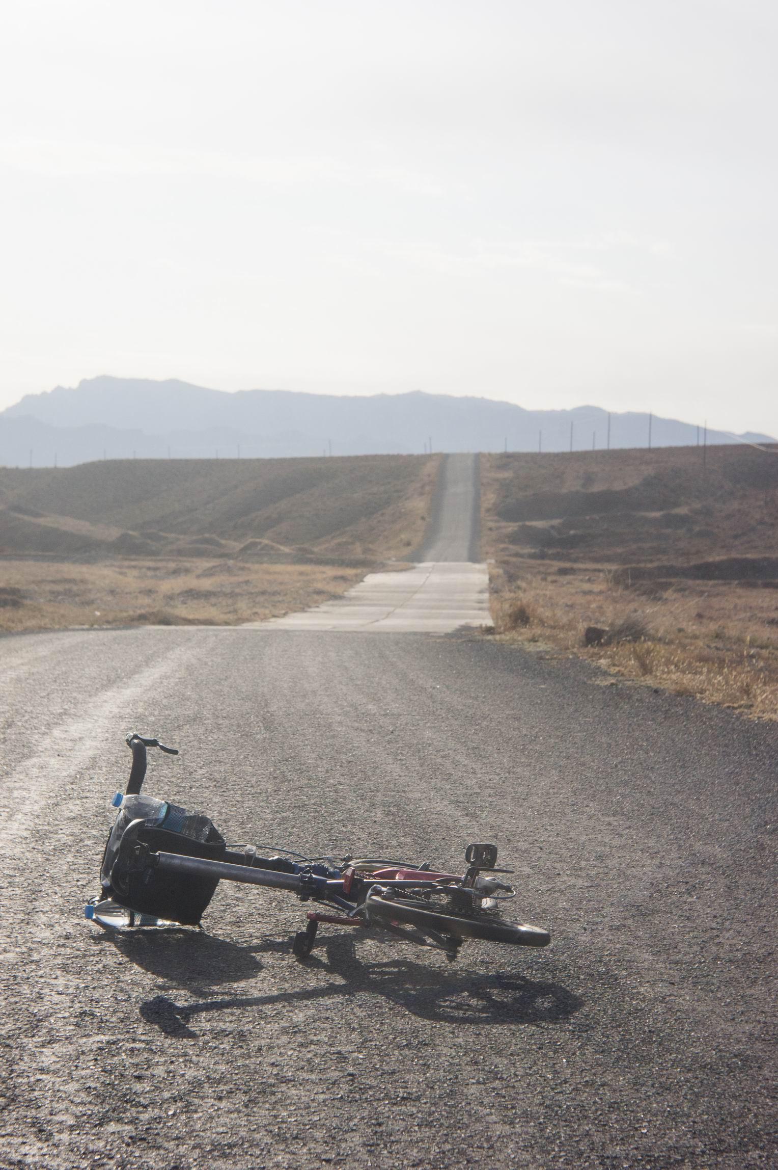 贺兰山路,前面那个坡还是爬上去了